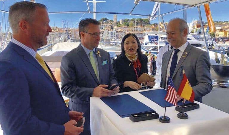 Firma del acuerdo de cooperación entre Florida Realtors® y Sira